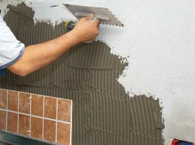 Клей для керамической плитки – как его выбрать и применять?